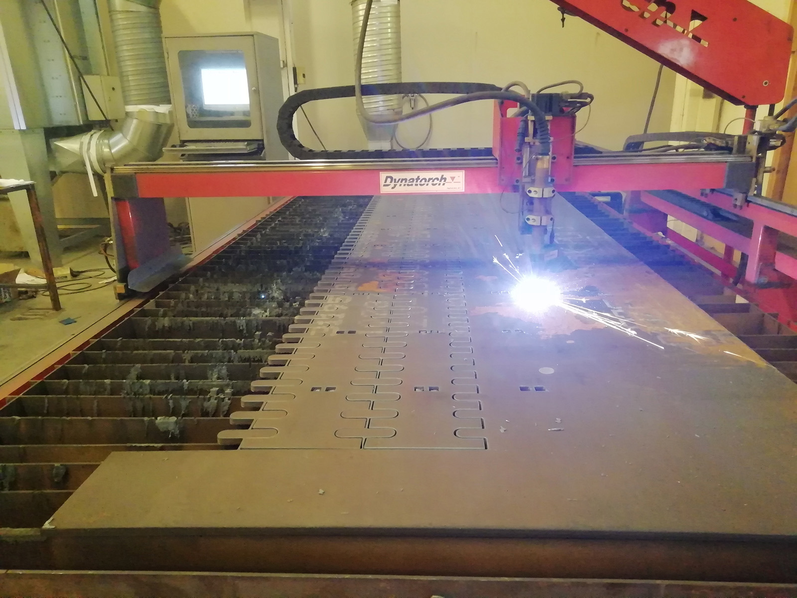 CNC-ohjattu plasmaleikkaus 20mm asti
